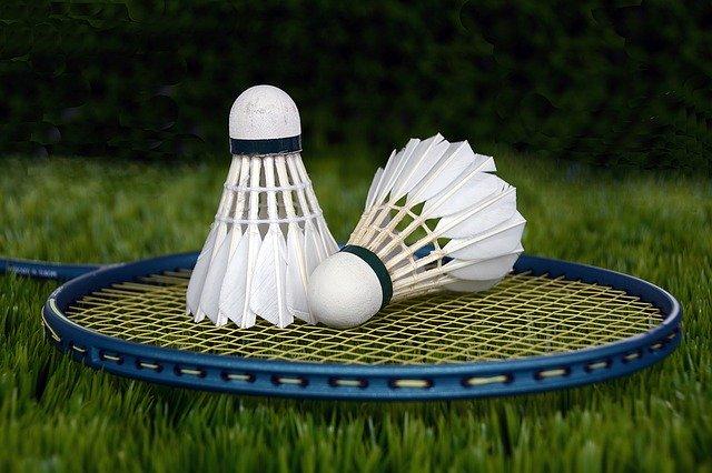 Hvordan vælger du den rigtige badmintonketcher?